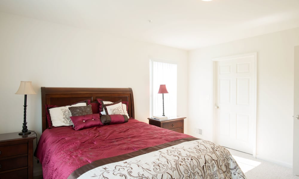 Kendall Square Apartments offers a master bedroom in Delmar, NY
