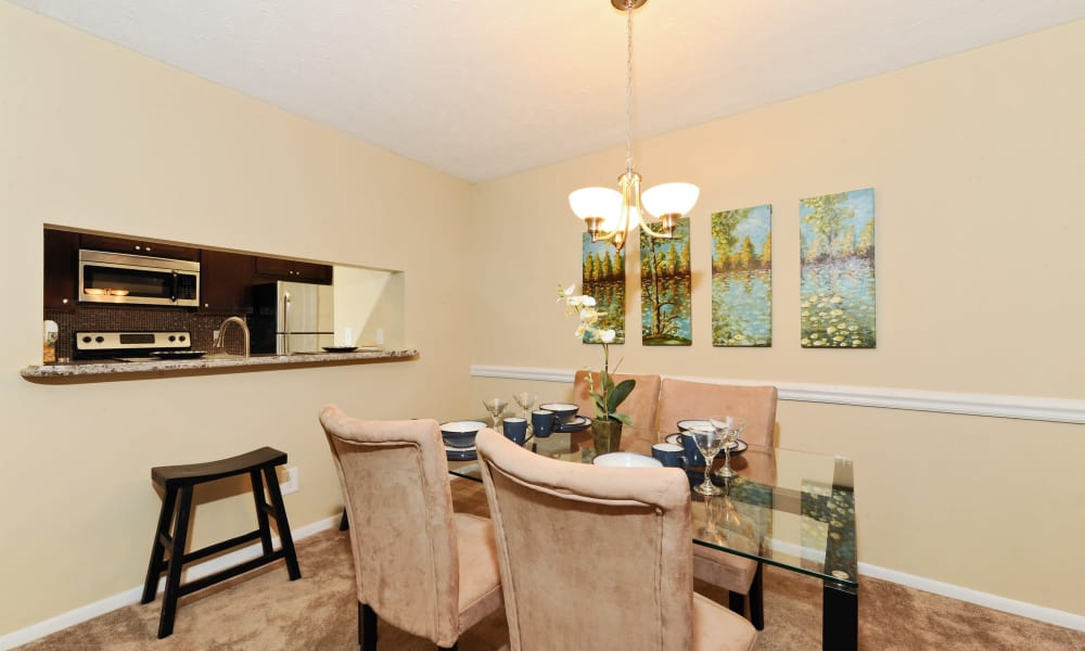 Chase Lea Apartment Homes offers a dining room in Owings Mills, MD