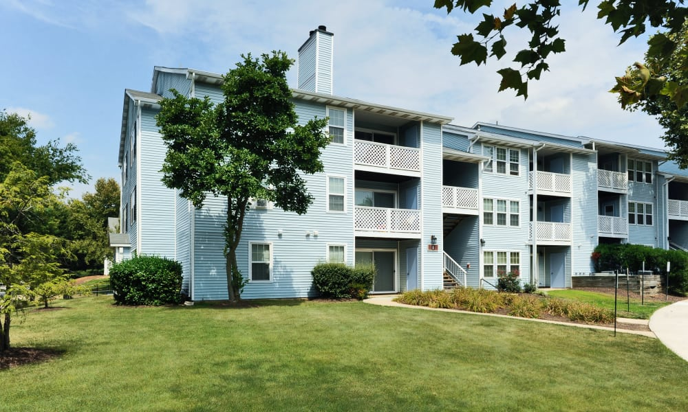 Apartments with well maintained lawn at Chase Lea Apartment Homes in Owings Mills, MD