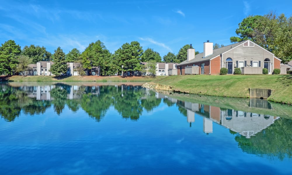 Beautiful pond at Waterview Apartment Homes in Memphis