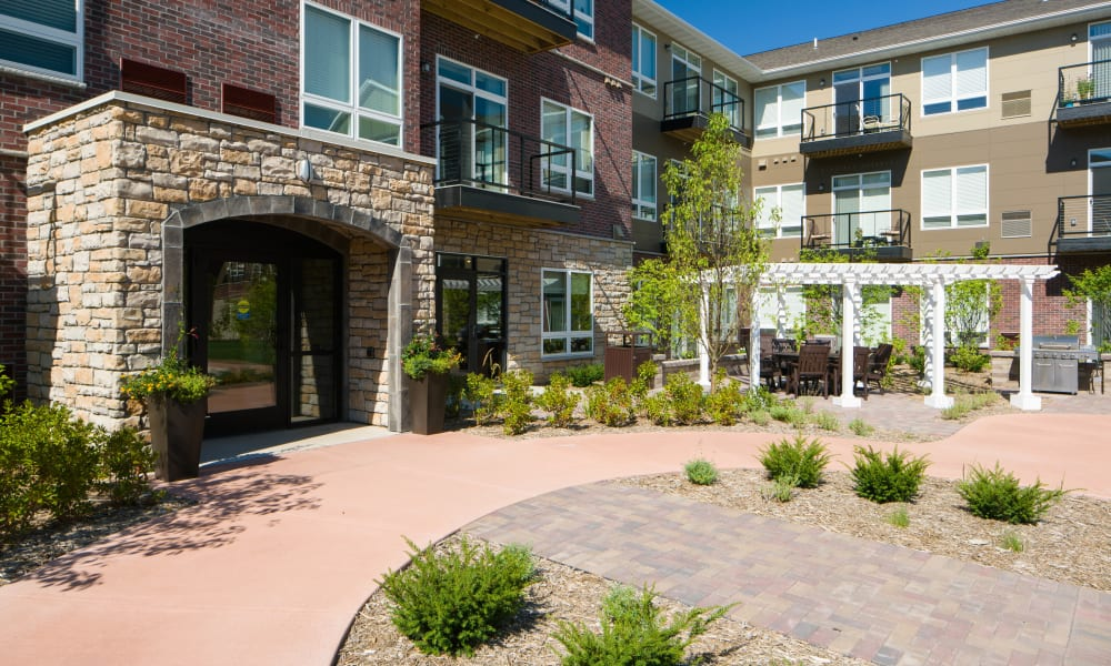 Courtyard at Remington Cove Apartments in Apple Valley