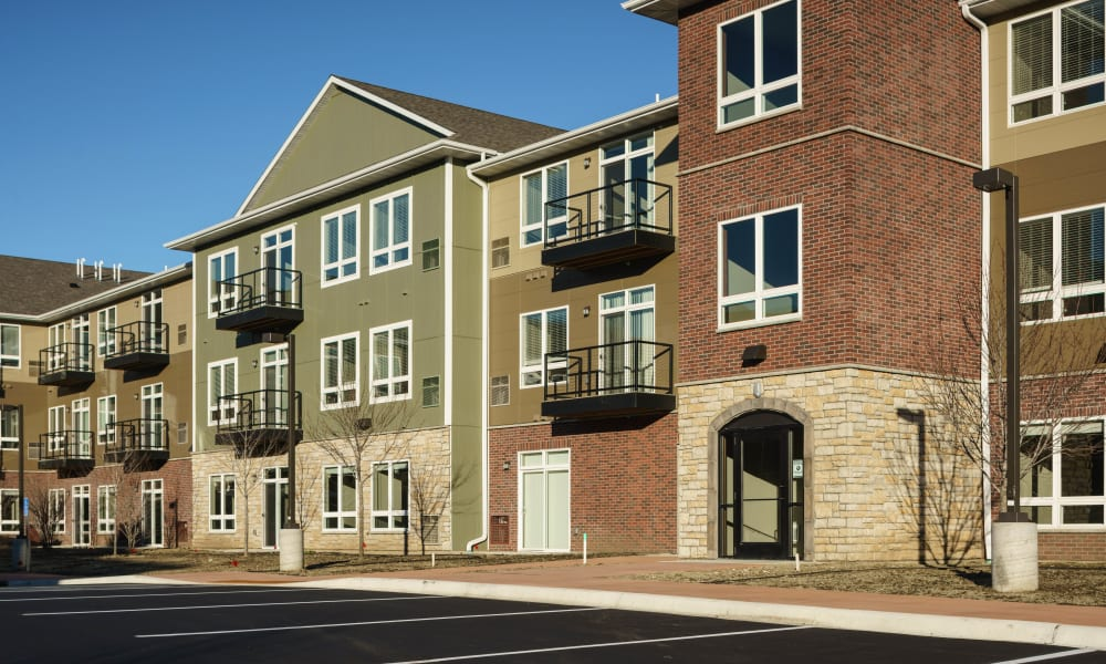 Exterior of Remington Cove Apartments in Apple Valley