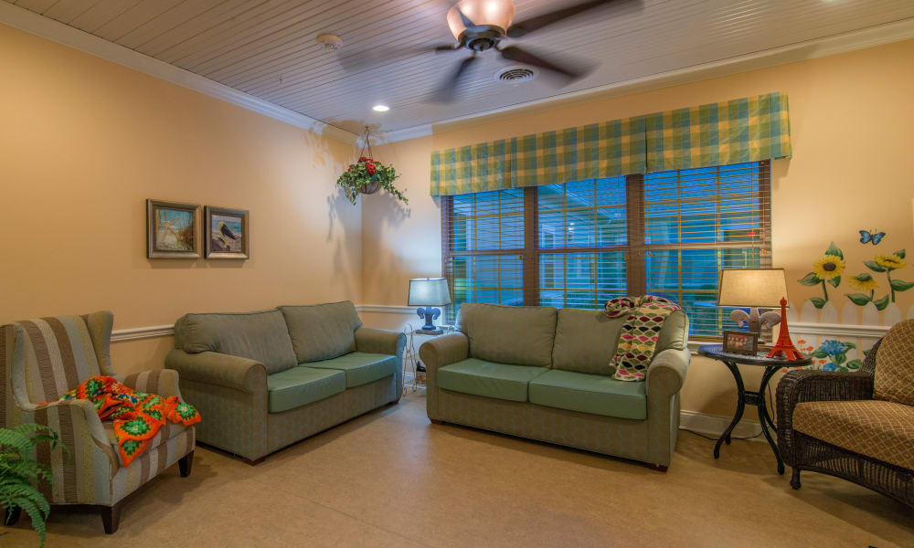 Reading lounge at The Lantern at Morning Pointe Alzheimer's Center of Excellence