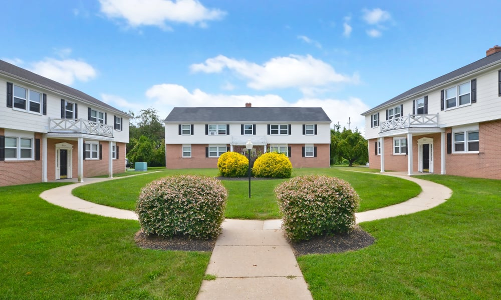 Courtyard at Woodcrest Arms Apartment Homes in Dover, DE