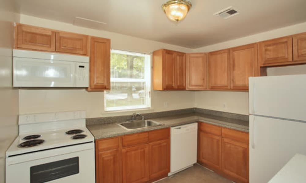 Woodcrest Apartment Homes offers a kitchen room in Dover, DE