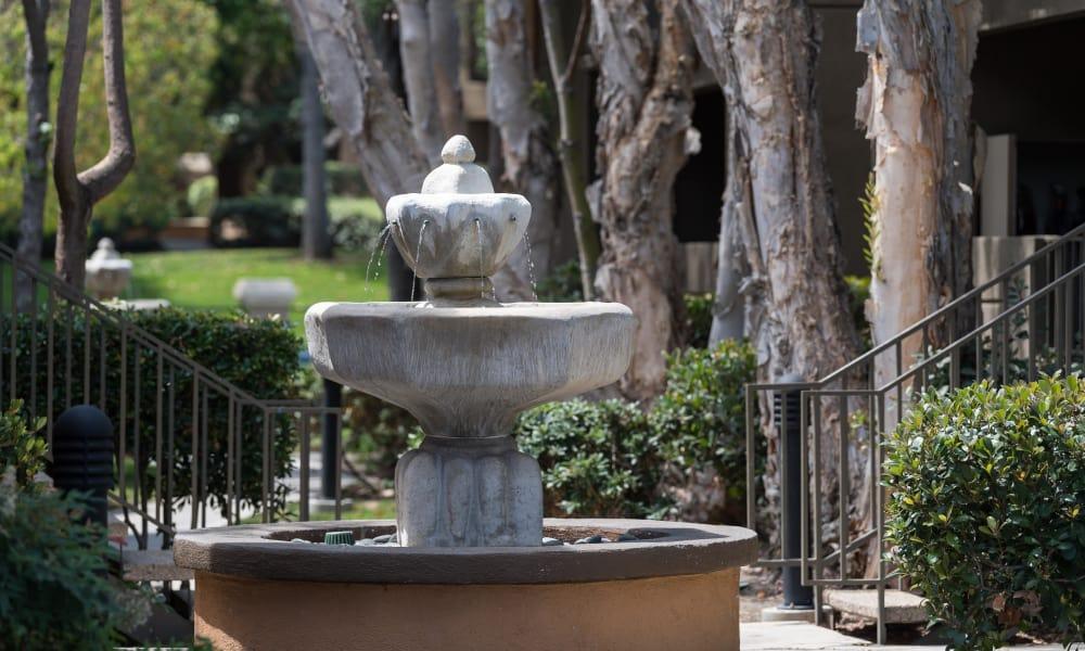 Enjoy the Seapointe Villas community located in Costa Mesa