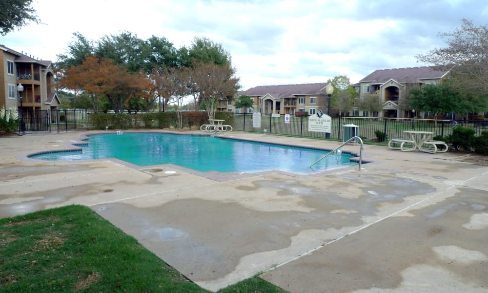 Swimming pool at Country Club Creek