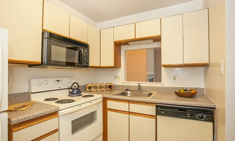 Tory Estates Apartment Homes offers a kitchen in Clementon, NJ