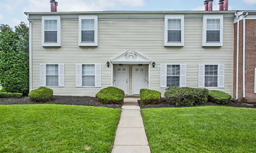 Tory Estates Apartment Homes offers a well maintained lawn in Clementon, NJ
