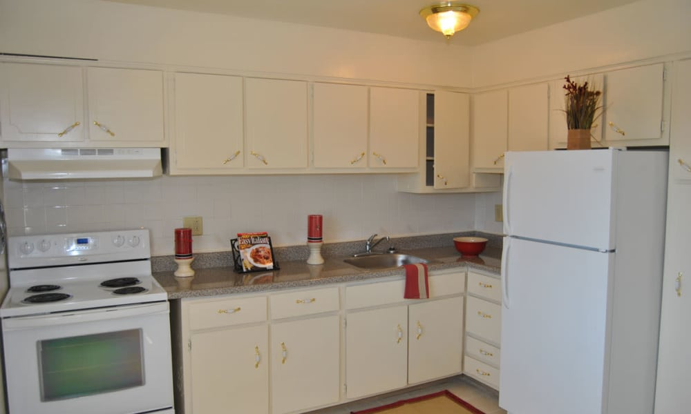 Kitchen at Edgewater Gardens Apartment Homes