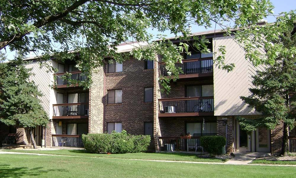 Sunny courtyards  at Rustic Oaks in Oak Forest, IL
