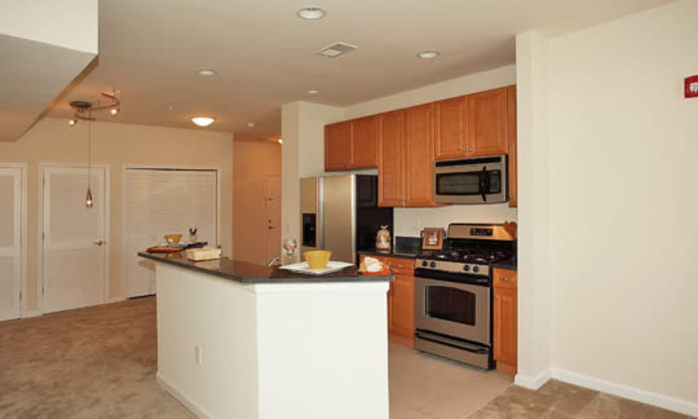 Cranford Crossing Apartment Homes offers a kitchen in Cranford, NJ