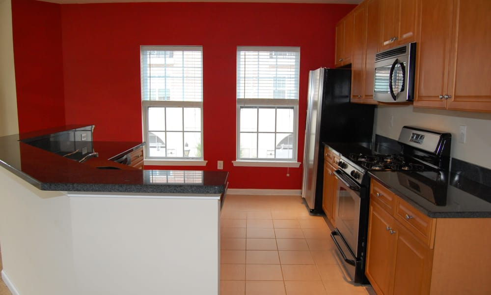 Cranford Crossing Apartment Homes offers a fully equipped kitchen in Cranford, NJ
