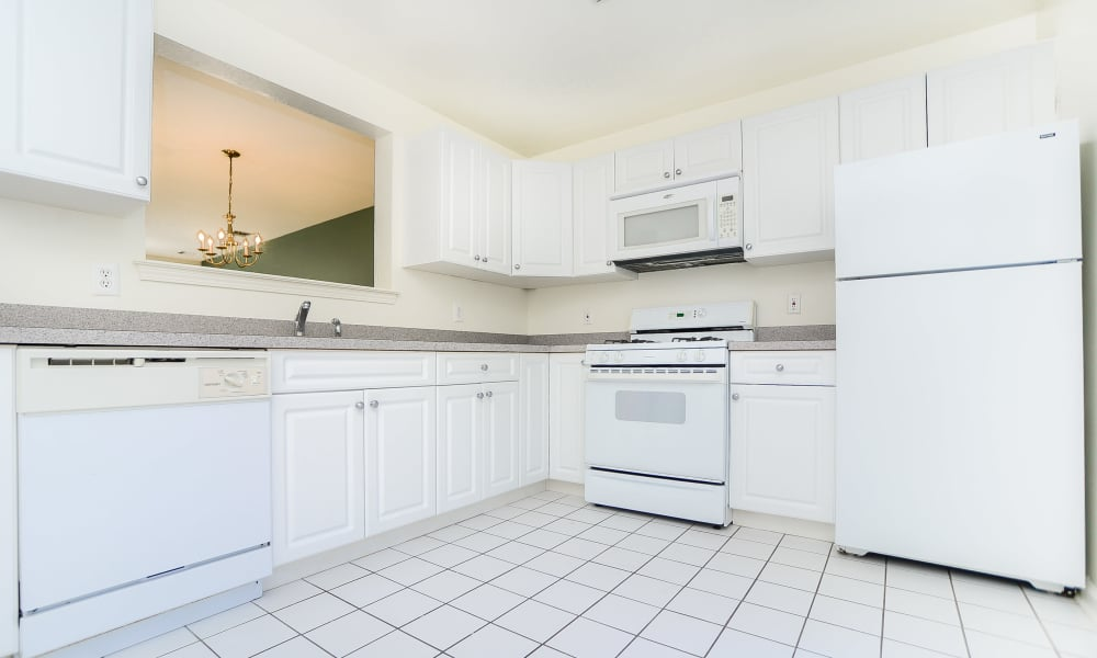 Mews at Annandale Townhomes offers a kitchen in Annandale, NJ