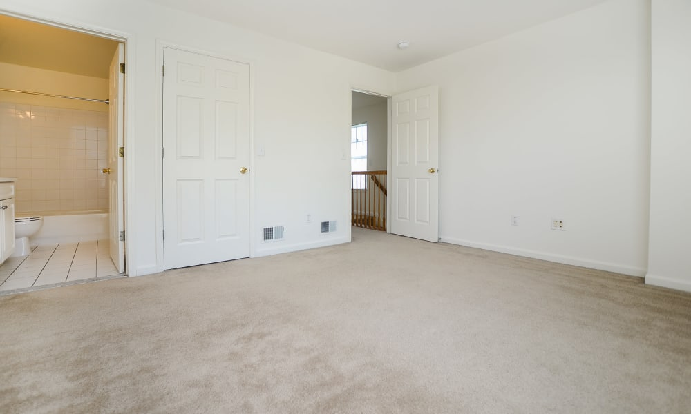 Mews at Annandale Townhomes offers a bedroom with bathroom in Annandale, NJ