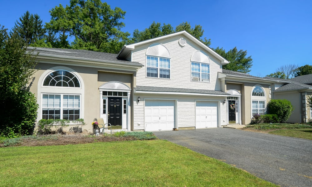 Mews at Annandale Townhomes offers a garage in Annandale, NJ