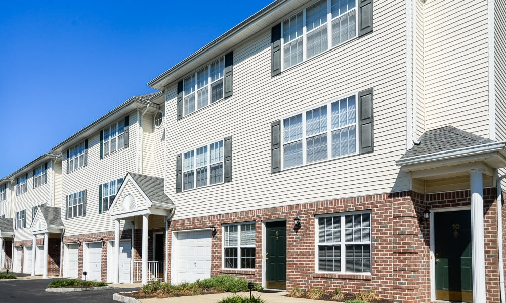 Apartments with garage at Mews at Annandale Townhomes in Annandale, NJ