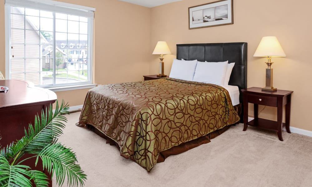 Montgomery Manor Apartments & Townhomes offers a bedroom in Hatfield, PA