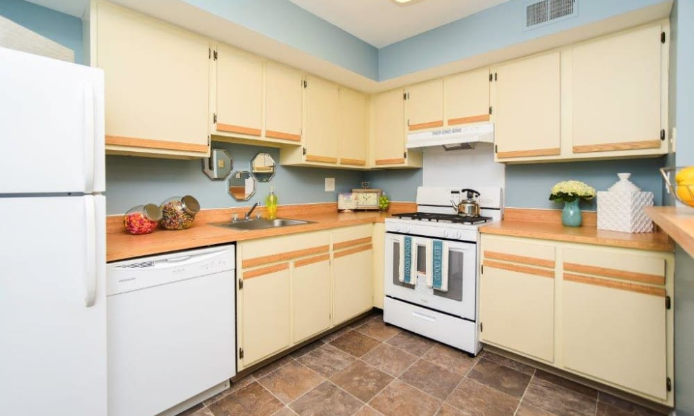 Fully equipped kitchen at Montgomery Woods Townhomes in Harleysville, PA