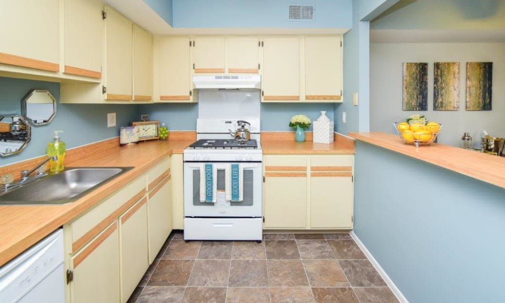 Montgomery Woods Townhomes offers a kitchen in Harleysville, PA