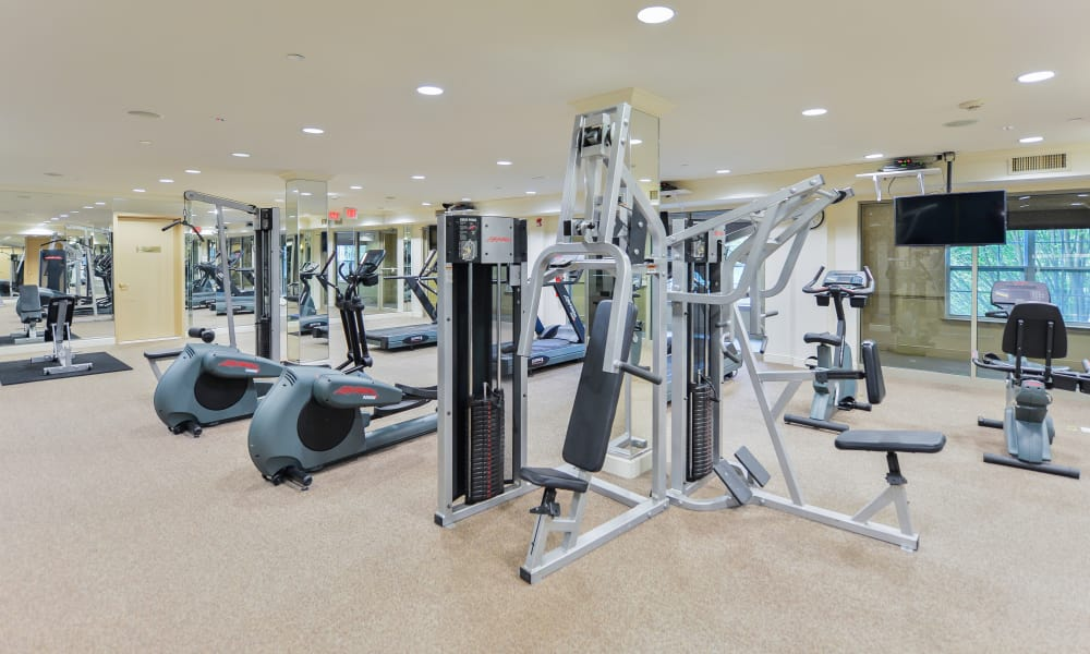 The Horizons at Franklin Lakes Apartment Homes offers a fitness center in Franklin Lakes, NJ