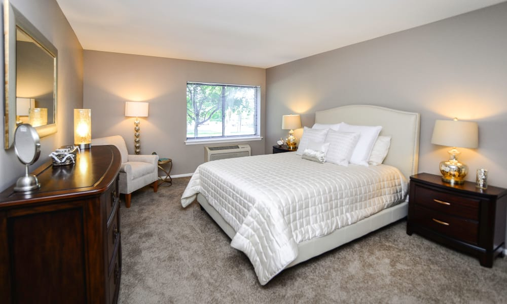Timberlake Apartment Homes offers a spacious bedroom in East Norriton, PA