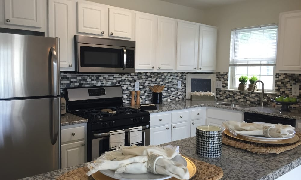 Woodview at Marlton Apartment Homes offers a fully equipped kitchen in Marlton, NJ