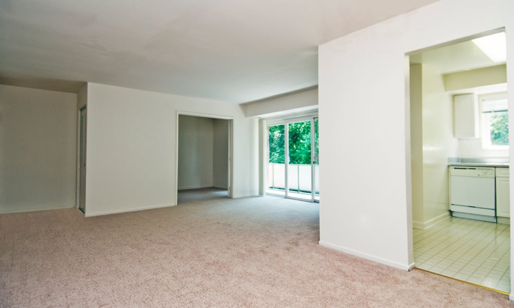 Lynbrook at Mark Center Apartment Homes offers a spacious living room in Alexandria, VA