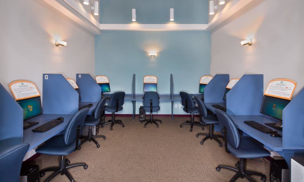 Lynbrook at Mark Center Apartment Homes offers a business center in Alexandria, VA