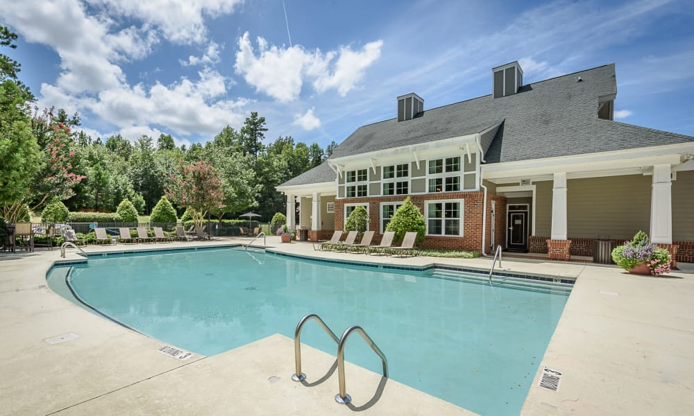 Pool and clubhouse at Heather Park Apartment Homes