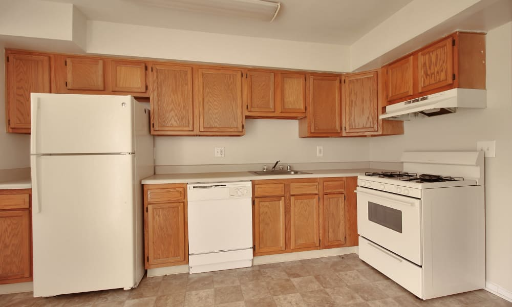 The Glens at Diamond Ridge offers a kitchen in Baltimore, MD