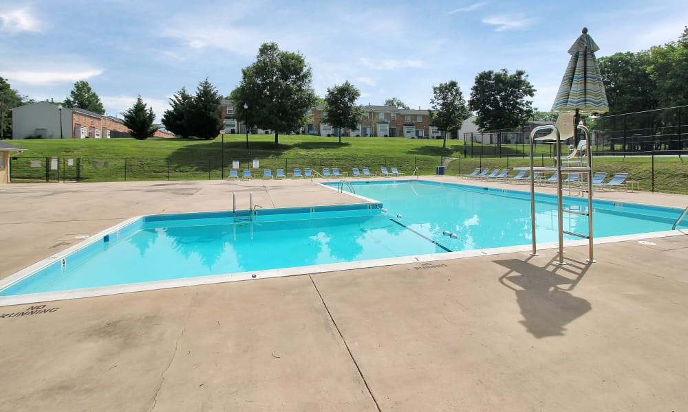 The Glens at Diamond Ridge offers a swimming pool in Baltimore, MD