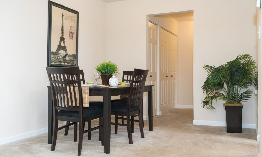 Dinning table at Chesapeake Glen Apartment Homes in Glen Burnie, MD
