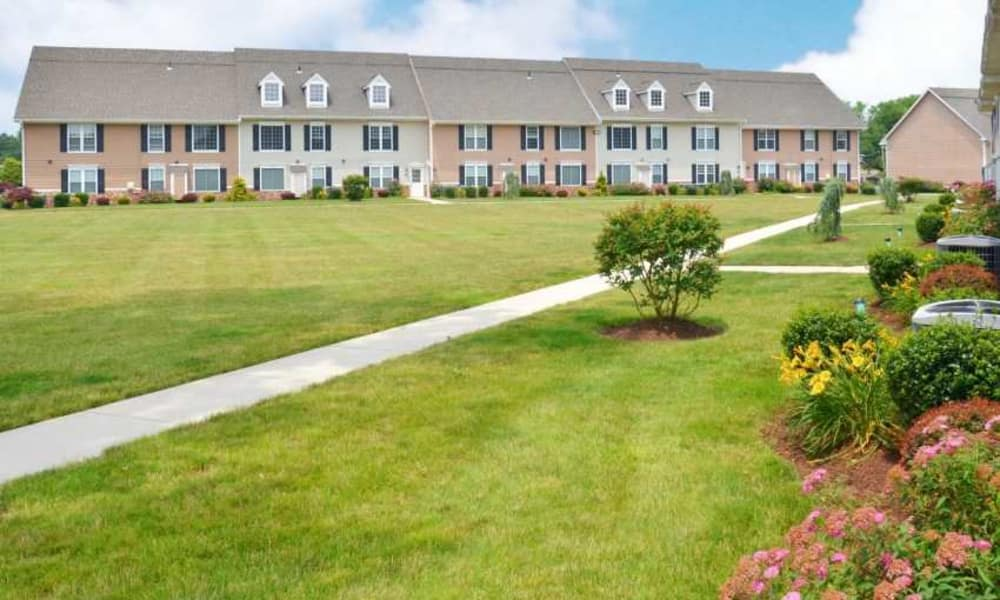 Courtyard at Montgomery Manor Apartments & Townhomes