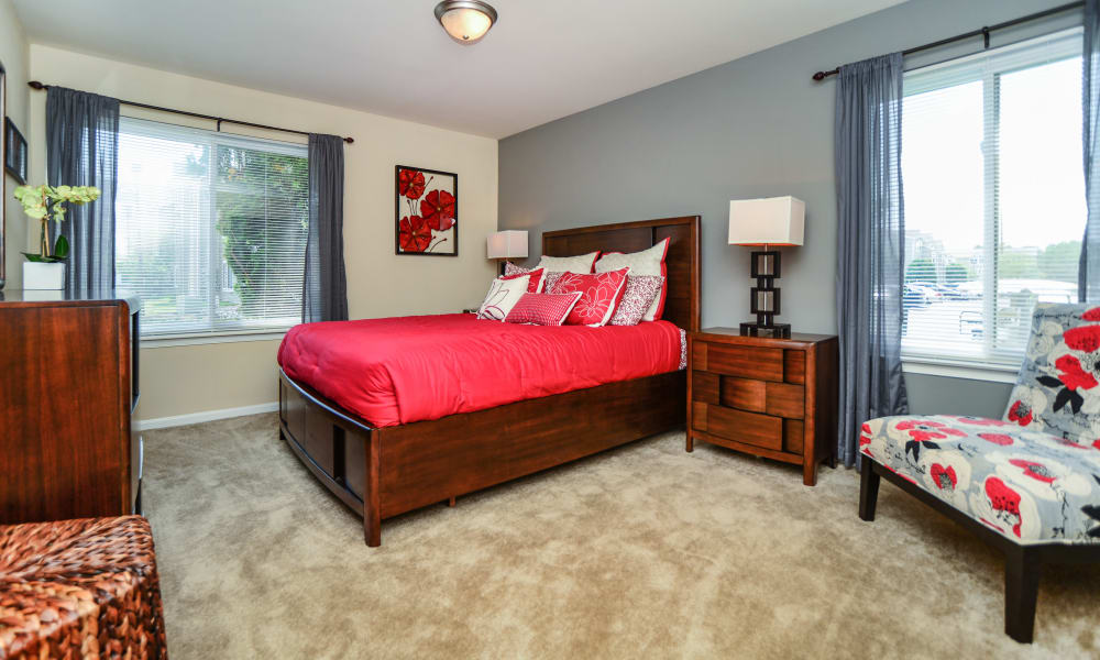 Master bedroom at Fox Run Apartments & Townhomes
