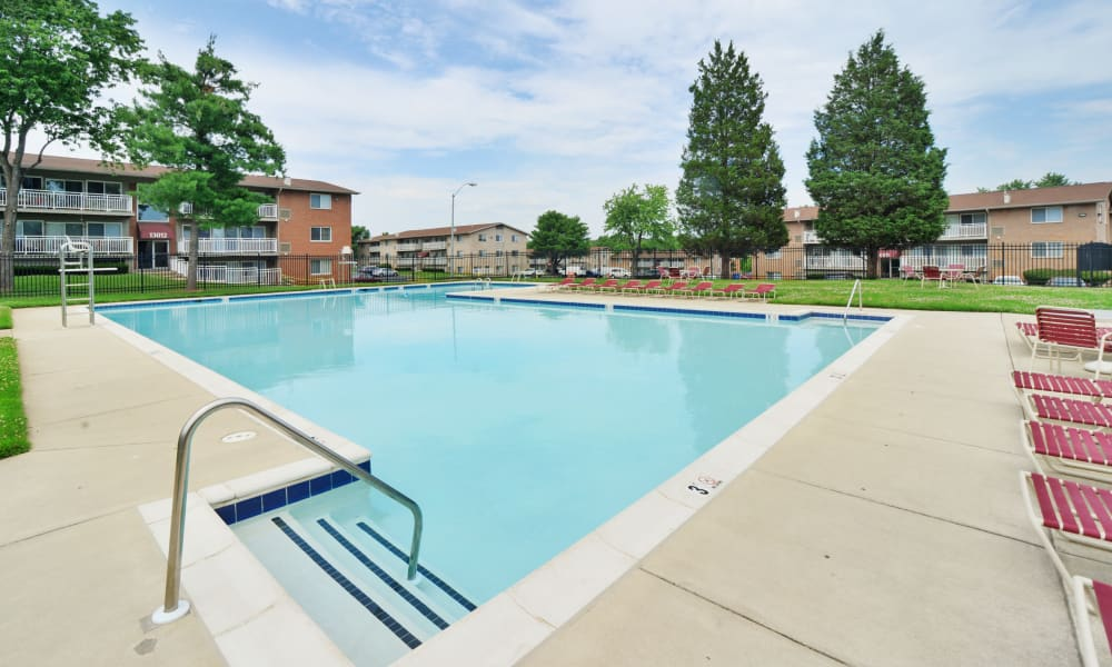 Willow Lake Apartment Homes offers a beautiful swimming pool in Laurel, MD