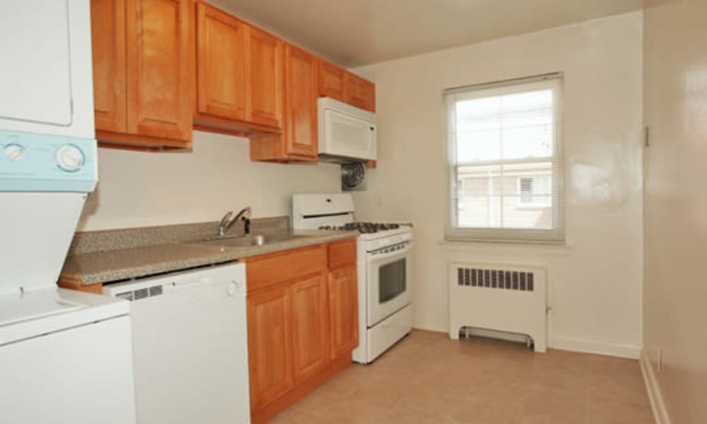 General Greene Village Apartment Homes offers a kitchen in Springfield, NJ