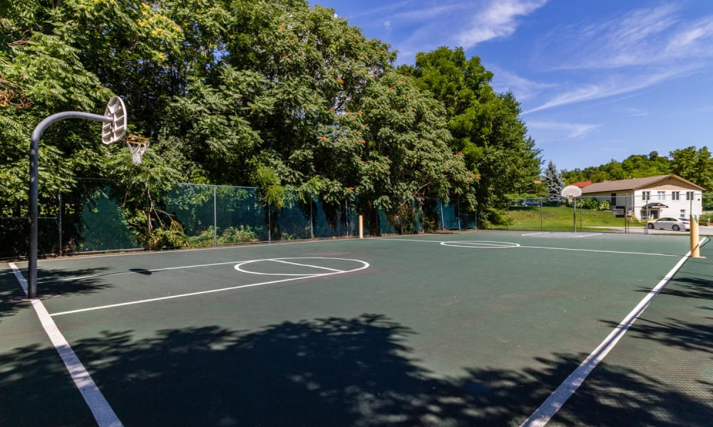 Imperial Gardens Apartment Homes offers a beautiful tennis court in Middletown, NY