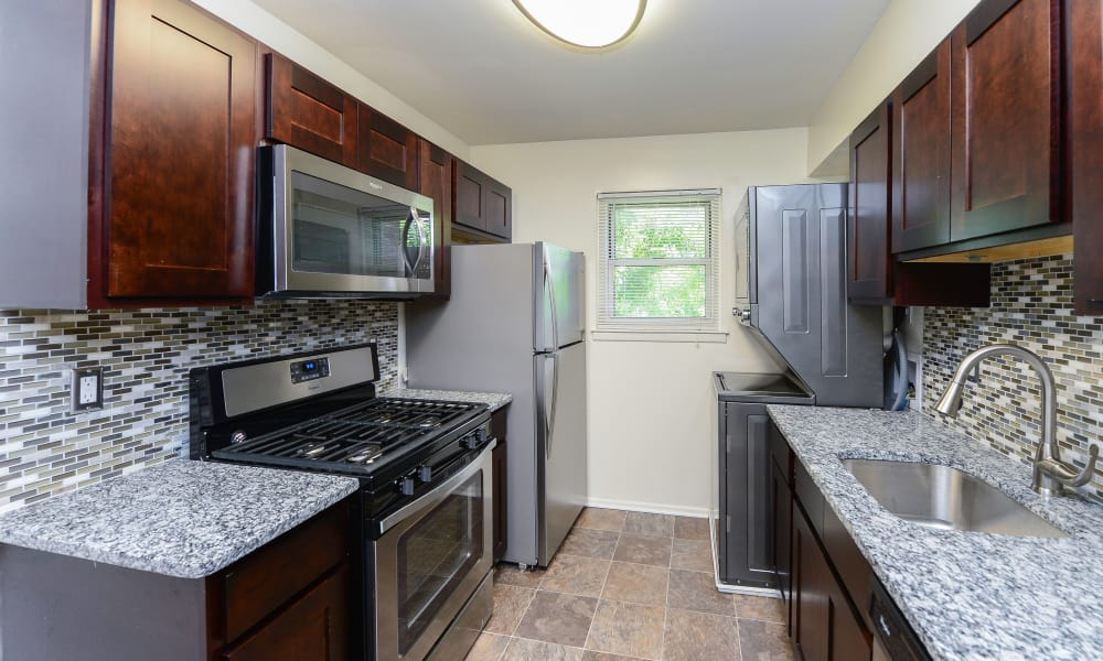 Mt. Arlington Gardens Apartment Homes offers a kitchen in Mt. Arlington, NJ