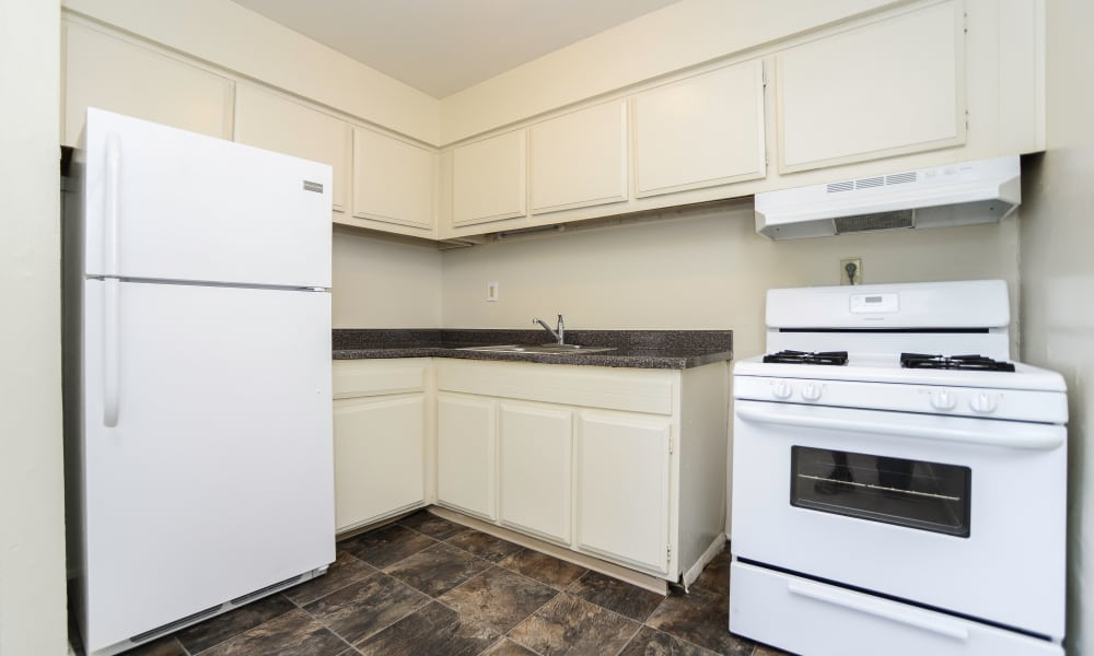 Kitchen at Glen Ellen Apartment Homes
