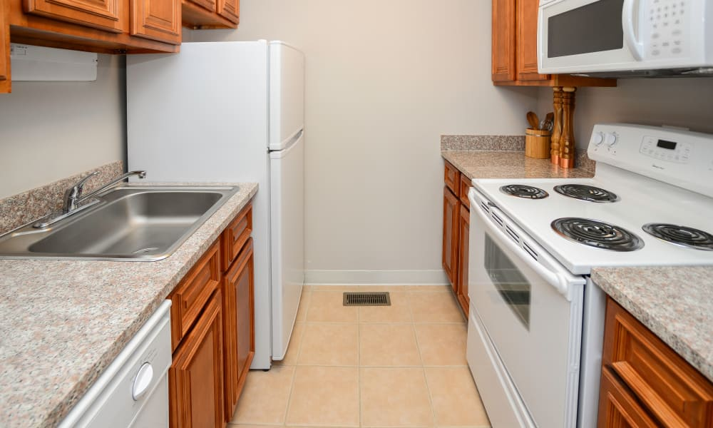 Kingswood Apartments & Townhomes offers a natrually well-lit kitchen in King of Prussia, Pennsylvania