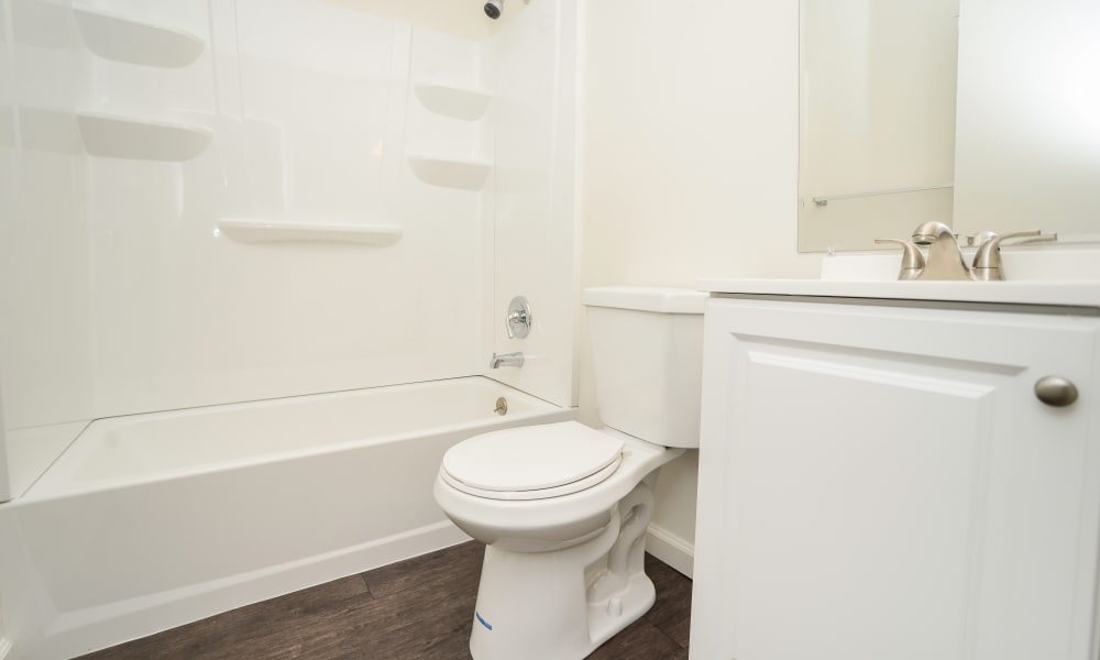 Kingswood Apartments & Townhomes offers a bathroom in King of Prussia, Pennsylvania