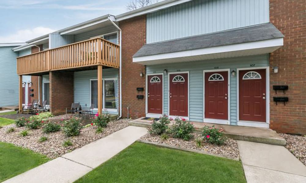 Apartments porch and patio at Oxford Manor Apartments & Townhomes in Mechanicsburg, PA