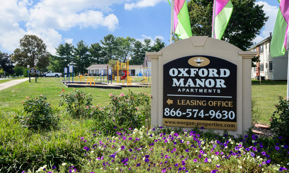 Entrance monument at Oxford Manor Apartments & Townhomes in Mechanicsburg, PA