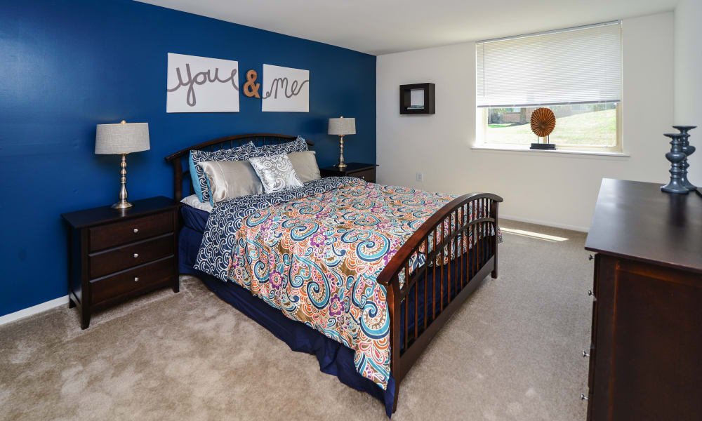 Lakewood Hills Apartments & Townhomes offers a spacious bedroom in Harrisburg, PA