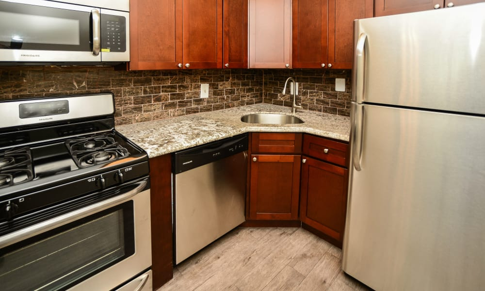 Cedar Creek Apartment Homes offers a fully equipped kitchen in Glen Burnie, MD