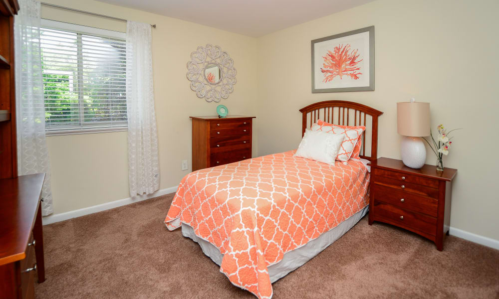 Cedar Creek Apartment Homes offers a bedroom in Glen Burnie, MD