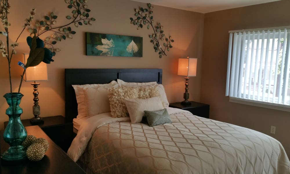 Enjoy apartments with a bedroom at Gwynnbrook Townhomes
