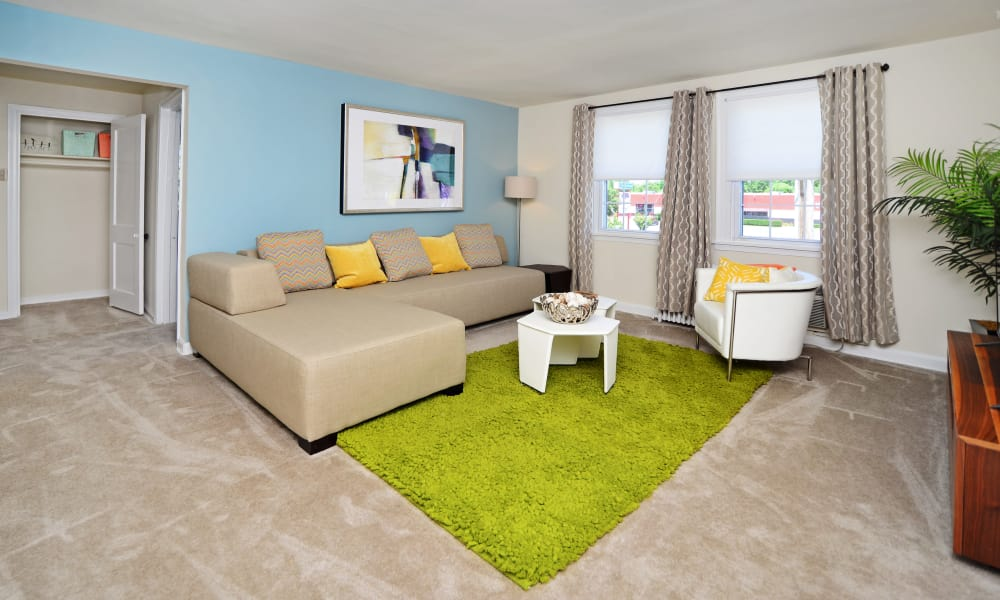 Oak Grove Apartments & Townhomes offers a modern living room in Middle River, MD