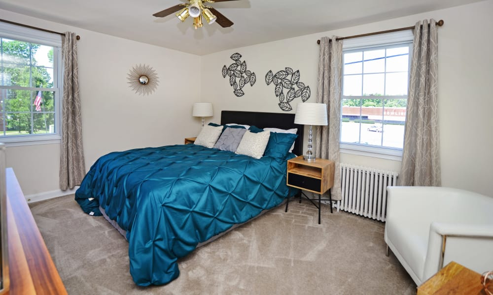 Oak Grove Apartments & Townhomes offers a modern bedroom in Middle River, MD